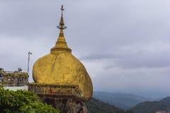 Kyaikhtiyo pagoda, Złota skała, Myanmar obraz stock
