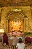 Kyaikhto, Myanmar - 22 febbraio 2014: Immagine di Kyaikpawlaw Buddha Fotografia Stock Libera da Diritti
