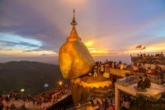 Kyaiktiyo塔或金黄岩石在缅甸 库存图片