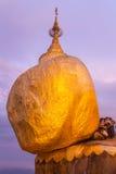 Kyaiktiyo塔或金黄岩石在缅甸 库存照片