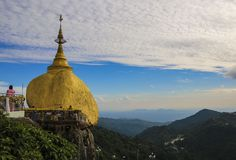 Kyaiktiyo塔,金黄岩石,缅甸缅甸 库存图片