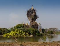 Kyaiktiyo金黄岩石,缅甸 免版税库存照片