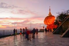 Kyaiktiyo Myanmar-NOLLa ctober 23,2014 Royaltyfri Foto