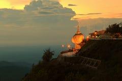 Kyaiktiyo pagod Arkivfoto