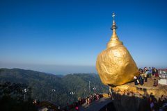 Kyaiktiyo pagody Złotego także dzwoniąca skała Zdjęcie Royalty Free