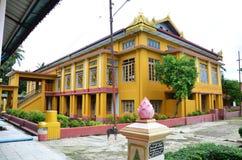 Kyauk Htat Gyi塔在仰光,缅甸 图库摄影