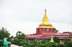Kyauk Htat Gyi塔在仰光,缅甸 免版税库存图片