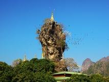 Kyauk Kalap塔在Hpa-An,缅甸 库存图片