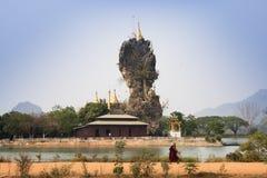 Kyauk-Kalat塔在Hpa-An,缅甸 库存照片