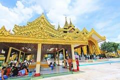 Kyauk Taw Gyi pagod, Yangon, Myanmar Royaltyfria Bilder
