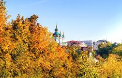 Kyev-Landschaft, Ansicht der Andreevskaya-Kirche stockfotos