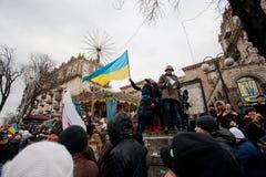 KYIV,乌克兰:占领与反政府示范的revolutioners的人群市中心 库存图片