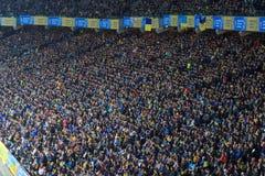 KYIV,乌克兰- 2017年10月9日:乌克兰的国家队的爱好者在比赛2018年世界杯足球赛资格时 库存照片