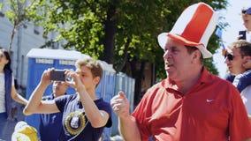 Kyiv,乌克兰- 2018年5月26日:帽子的滑稽的爱好者在红色制服-冠军同盟 股票录像