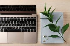 KYIV,乌克兰- 2017年10月24日:苹果计算机MacBook金子 免版税库存图片