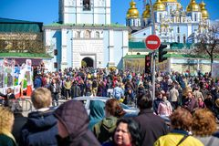 KYIV,乌克兰2017年4月9日:逐年复活节陈列在城市的中心举行了 艺术家展示上色了复活节彩蛋 晴朗温暖的春天 库存照片
