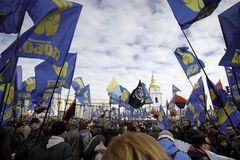 Kyiv,乌克兰- 2015年10月14日:乌克兰国民党活动家和支持者  库存图片
