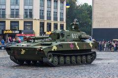 KYIV,乌克兰- 2016年8月24日:军事游行,致力美国独立日  库存照片