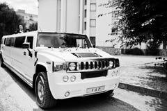 Kyiv,乌克兰- 8月31 :高雅白色婚礼大型高级轿车胡姆 免版税图库摄影