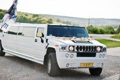 Kyiv,乌克兰- 8月31 :高雅白色婚礼大型高级轿车胡姆 库存照片