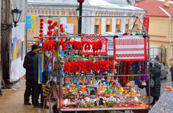 KYIV, 10 01 2015 - 乌克兰纪念品和游人, Andriyv 免版税库存照片