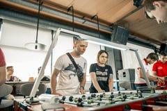 KYIV, ΟΥΚΡΑΝΊΑ, ένωση φραγμών των επιχορηγήσεων KickerKicker στις 10 Ιουνίου 2018 Οι ενεργοί άνδρες και οι γυναίκες έχουν τη διασ Στοκ Φωτογραφίες