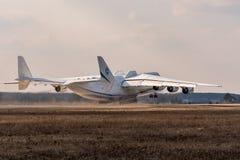 Kyiv, Ουκρανία - 3 Απριλίου 2018: Τα παγκόσμια s μεγαλύτερα αεροσκάφη, το Mriya Antonov ένας-225 αεροπλάνο μεταφοράς εμπορευμάτων Στοκ Εικόνα
