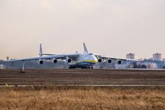 Kyiv, Ουκρανία - 3 Απριλίου 2018: Το παγκόσμιο s μεγαλύτερο αεροσκάφος, το Mriya Antonov ένας-225 αεροπλάνο μεταφοράς εμπορευμάτω Στοκ φωτογραφίες με δικαίωμα ελεύθερης χρήσης