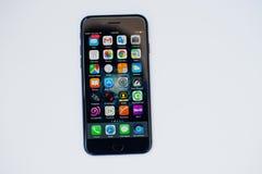 Kyiv, Ουκρανία - 11.2017 Ιουλίου: IPhone 7 της Apple με το διαφορετικό appli Στοκ Εικόνα