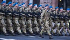 KYIV, ΟΥΚΡΑΝΊΑ - 24 ΜΑΐΟΥ 2017: Στρατιωτική παρέλαση σε Kyiv που αφιερώνεται στη ημέρα της ανεξαρτησίας της Ουκρανίας, 26η επέτει Στοκ φωτογραφία με δικαίωμα ελεύθερης χρήσης