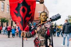 KYIV, ΟΥΚΡΑΝΊΑ - 9 ΣΕΠΤΕΜΒΡΊΟΥ 2018: Θηλυκή τοποθέτηση cosplayers Orc στοκ φωτογραφίες