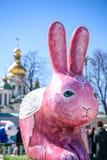KYIV, ΟΥΚΡΑΝΊΑ ΣΤΙΣ 7 ΑΠΡΙΛΊΟΥ 2018: Ετήσια έκθεση Πάσχας που πραγματοποιείται στο κέντρο της πόλης Οι καλλιτέχνες παρουσιάζουν χ Στοκ Φωτογραφία