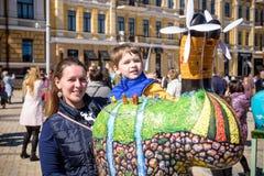KYIV, ΟΥΚΡΑΝΊΑ ΣΤΙΣ 7 ΑΠΡΙΛΊΟΥ 2018: Ετήσια έκθεση Πάσχας που πραγματοποιείται στο κέντρο της πόλης Οι καλλιτέχνες παρουσιάζουν χ Στοκ Εικόνα