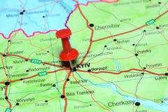 Kyiv που καρφώνεται σε έναν χάρτη της Ευρώπης Στοκ φωτογραφία με δικαίωμα ελεύθερης χρήσης