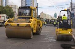 Kyiv, Украина июль 2016: Дорога вымощая, конструкция Стоковая Фотография