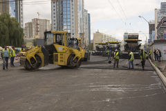 Kyiv, Украина июль 2016: Дорога вымощая, конструкция Стоковое Изображение RF