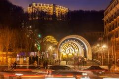 KYIV, УКРАИНА: Канатная железная дорога в зиме ночи Стоковое фото RF