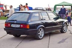 KYIV, УКРАИНА - 22-ое апреля 2016: BMW e30 автомобиля на фестивале винтажных автомобилей OldCarLand-2016 в Киеве Зад взгляда со с Стоковые Изображения RF