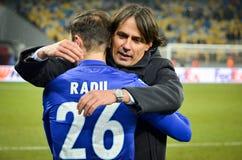 KYIV, УКРАИНА - 15-ое марта 2018: Simone Inzaghi благодарит его игрока Стоковое Изображение RF