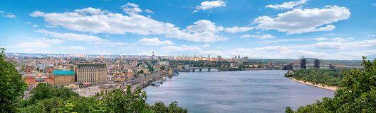 Kyiv Ansicht über das Dnipro lizenzfreie stockfotos