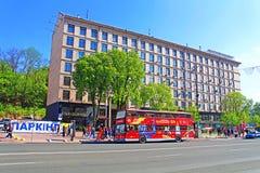 Kyiv-Bus touristisch auf Khreschatik-Straße, Ukraine stockbild