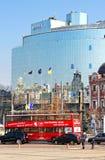 Kyiv-Bus touristisch nahe Hyatt-Hotel, Kyiv, Ukraine stockfoto