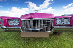 KYIV, DE OEKRAÏNE - APRIL 23, 2016: Uitstekende auto Caddilac bij fes Stock Afbeelding