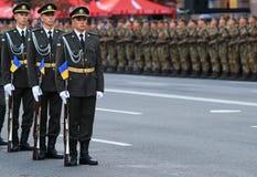 KYIV, DE OEKRAÏNE - AUGUSTUS 24, 2016: Militaire parade in Kyiv, gewijd aan de Onafhankelijkheidsdag van de Oekraïne De Oekraïne  Stock Foto's