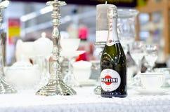 Kyiv, de Oekraïne - Februari 09, 2019: Martini-Fles op de lijst stock foto's