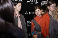 Kyiv, de Oekraïne - Februari 4, 2017: Modellen Coulisse van Oekraïener Stock Foto's