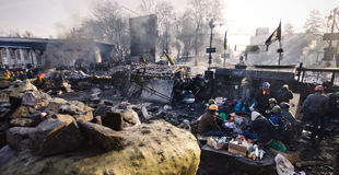 KYIV, DE OEKRAÏNE – JANUARI 26, 2014. Barricades binnen  Royalty-vrije Stock Foto's
