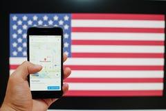 Kyiv, de Oekraïne - 11,2017 Juli: Apple-iPhone 7 met Google-kaarten app Stock Fotografie