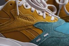 KYIV, de OEKRAÏNE - Juli 17, 2017: close-up op het Reebok-embleem op schoenen Stock Fotografie