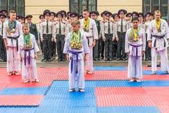 KYIV, de OEKRAÏNE - Mei 26, 2017: Ceremonie ter gelegenheid van het eind van het academische jaar in militaire lyceum van Kiev va Stock Foto